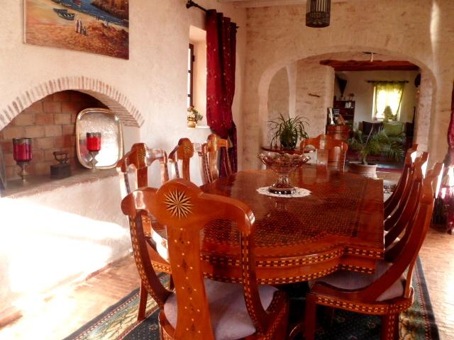 D couvrez la maison d 39 h tes dar maris dans la campagne d for Salle a manger mobilia maroc