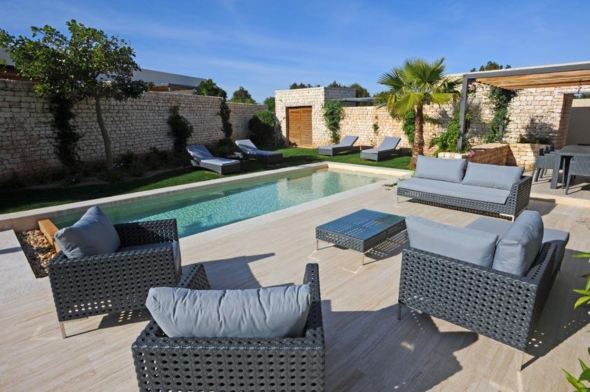 Location de villa essaouira au golf de mogador for Salon villa jardin